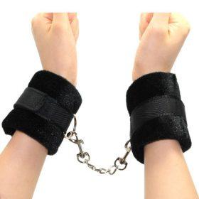 sorte håndleds manchetter i plys