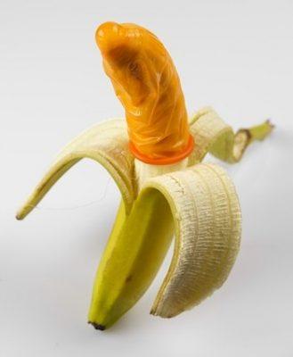 Banan med kondom på