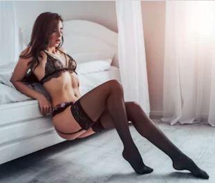 Kvinder i sexet position og frækt lingeri