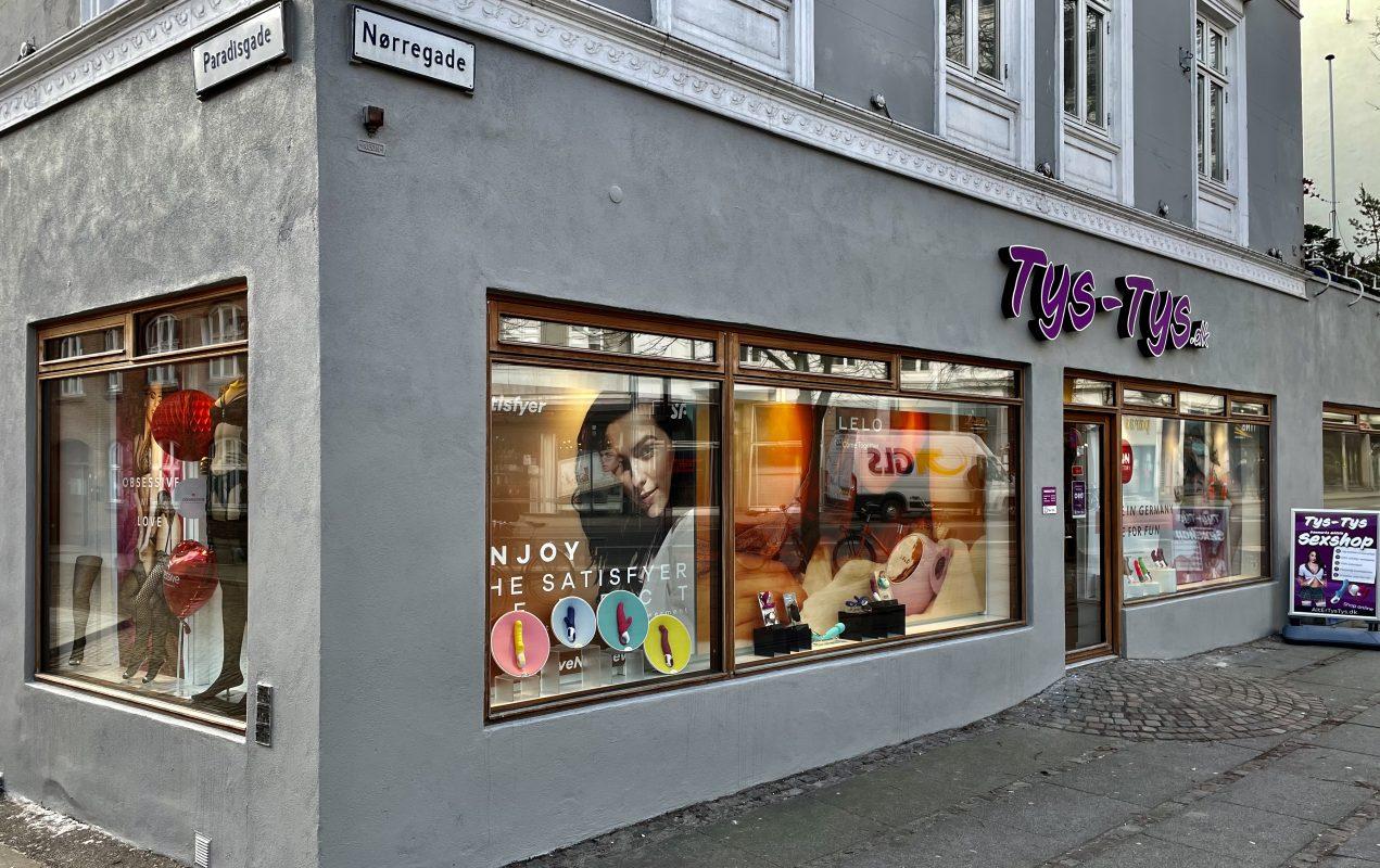 Butiksfacade på hjørnet af Paradisgade og Nørregade